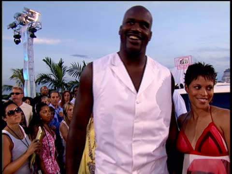 Shaquille O'Neal exiting a limo posing for pictures and walking the red carpet