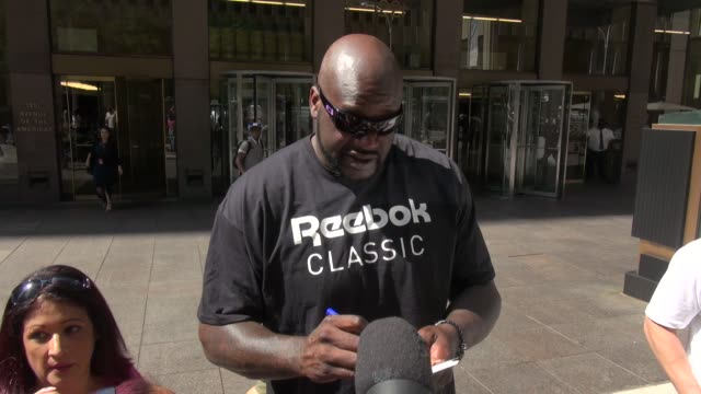 shaquille o'neal exits siriusxm satellite radio and signs for fans before leaving - celebrity sightings in new york on august 11, 2014 in new york... - shaquille o'neal stock videos & royalty-free footage