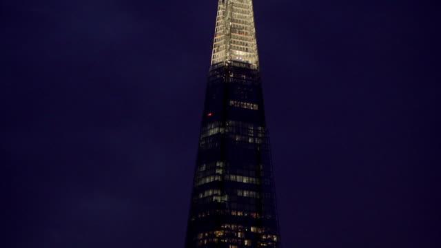 shard building at night - shard london bridge stock videos & royalty-free footage