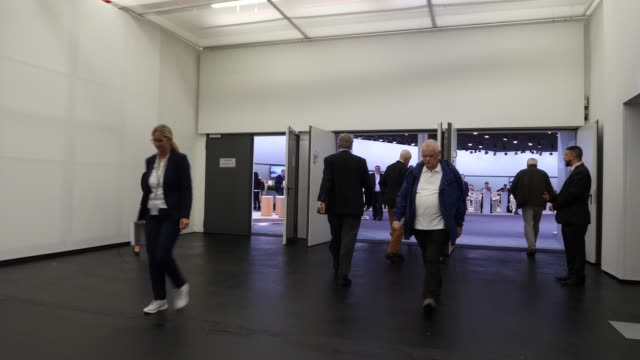 shareholders entering the event area at the annual daimler ag shareholders meeting on may 22, 2019 in berlin, germany. daimler has struggled with... - annual general meeting stock videos & royalty-free footage