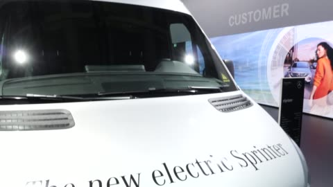 shareholders inspect a new electric sprinter and other vehicles prior to the annual daimler ag shareholders meeting on may 22, 2019 in berlin,... - annual general meeting stock videos & royalty-free footage