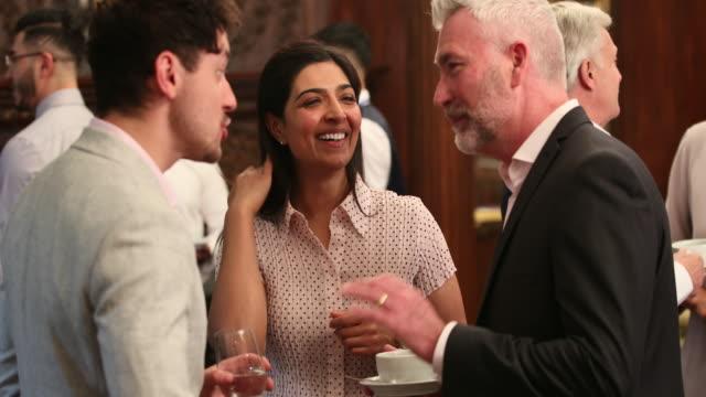 vídeos de stock e filmes b-roll de sharing a joke between business partners - relação profissional