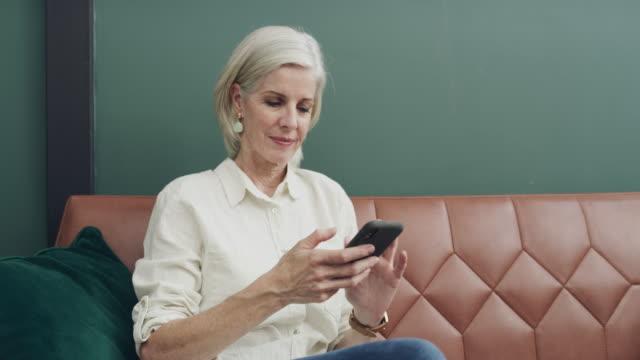vidéos et rushes de partage d'une nouvelle connexion - exclusivité