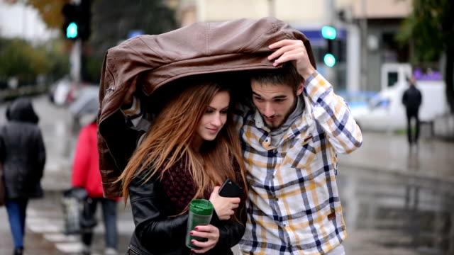 condivisione giacca - casacca video stock e b–roll