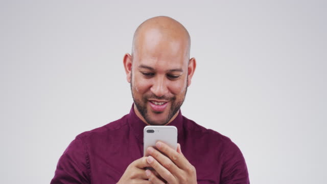 stockvideo's en b-roll-footage met delen van nieuws via tekst - sms'en