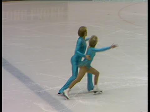 sharon jones and paul askham begin their routine british ice dance championships nottingham nov 83 - contea di nottingham video stock e b–roll