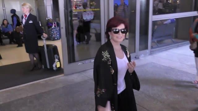 sharon osbourne arriving at lax airport in los angeles in celebrity sightings in los angeles, - シャロン オズボーン点の映像素材/bロール