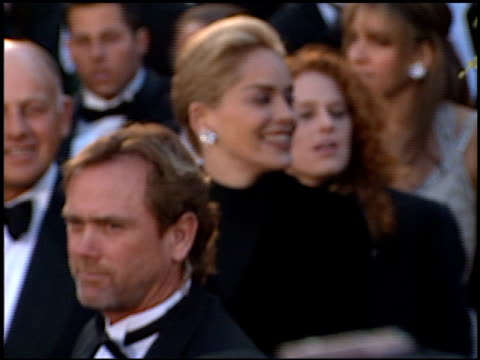 sharon stone at the 1996 academy awards arrivals at the shrine auditorium in los angeles california on march 25 1996 - 1996年点の映像素材/bロール