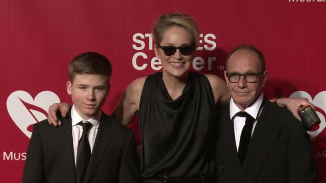 sharon stone at the 2016 musicares person of the year honoring lionel richie at los angeles convention center on february 13, 2016 in los angeles,... - ライオネル・リッチー点の映像素材/bロール