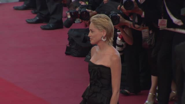 sharon stone at the cannes film festival 2009 inglourious basterds steps at cannes - 62 ° festival internazionale del cinema di cannes video stock e b–roll