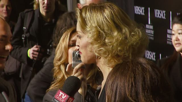sharon stone at the rodeo walk of style award presentation to gianni and donatella versace at beverly hills city hall in beverly hills, california on... - ヴェルサーチ点の映像素材/bロール