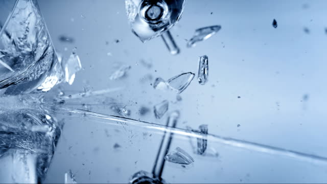 stockvideo's en b-roll-footage met shattering the glass (super slow motion) - martiniglas
