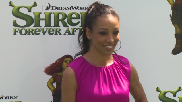 shaun robinson at the 'shrek forever after' premiere at universal city ca - universal city video stock e b–roll