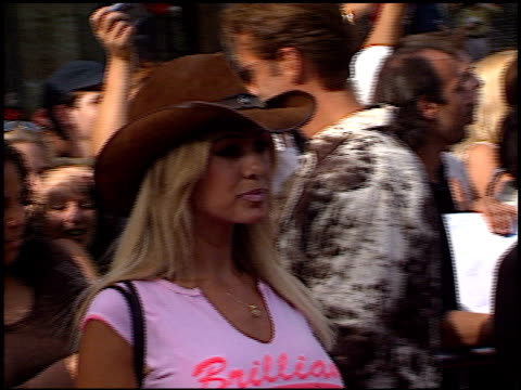 shauna sand at the american idol finale at the kodak theatre in hollywood, california on september 4, 2002. - リアリティー番組点の映像素材/bロール
