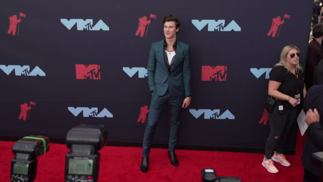 shawn mendes at 2019 mtv video music awards at prudential center on august 26, 2019 in newark, new jersey. - mtv video music awards stock-videos und b-roll-filmmaterial
