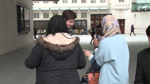shawn mendes at london celebrity sightings on 3rd march 2015 in london, england. - låtskrivare bildbanksvideor och videomaterial från bakom kulisserna