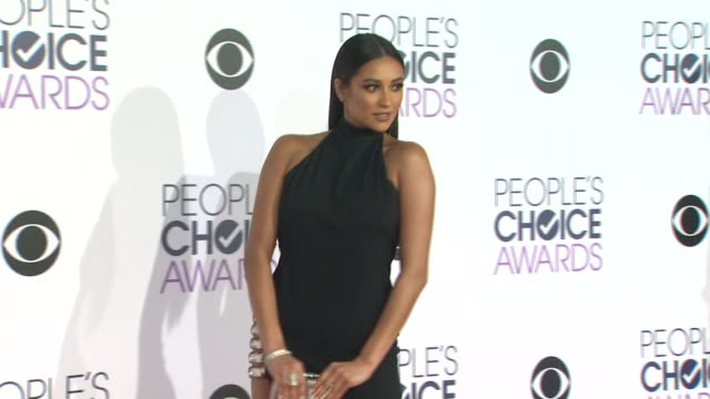 Shay Mitchell at the People's Choice Awards 2016 at Nokia Plaza LA LIVE on January 6 2016 in Los Angeles California