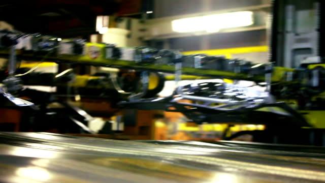 vídeos y material grabado en eventos de stock de lámina de metal estampado, cinta transportadora - fábrica de coches