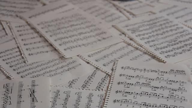 vidéos et rushes de partitions - note de musique