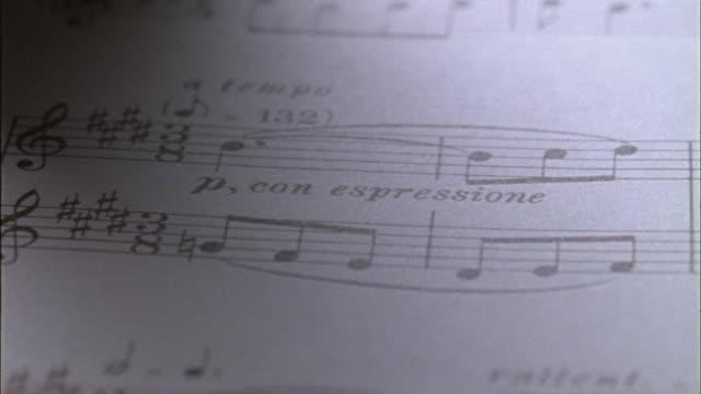 vidéos et rushes de ecu, pan, sheet music - note de musique