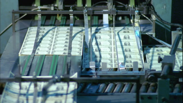 ms, sheets of american one dollar bills moving fast on conveyor, washington dc, usa - pressa da stampa video stock e b–roll