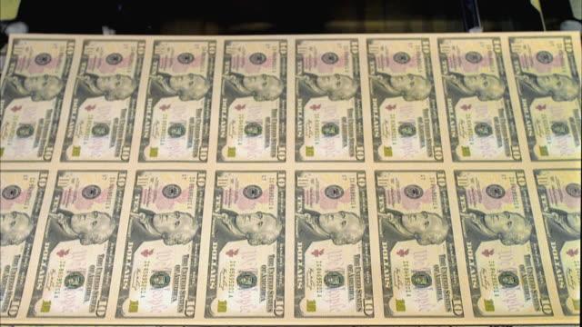 cu, sheets of american ten dollar bills moving on diverter, washington dc, usa - us finanzministerium stock-videos und b-roll-filmmaterial