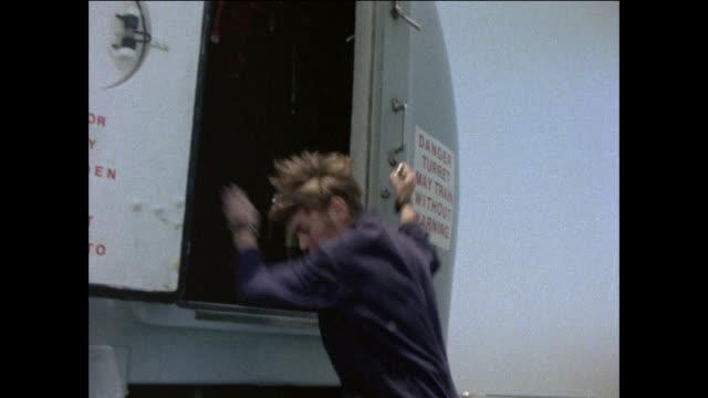 vidéos et rushes de 1976 hms sheffield and her support ashore in gibraltar - marinière