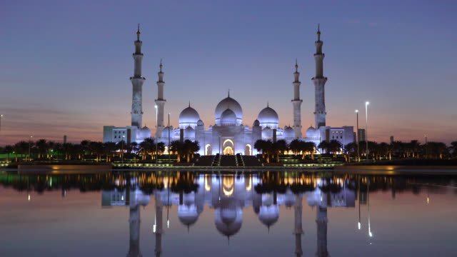 sheikh zayed bin sultan al nahyan mosque, abu dhabi, united arab emirates, uae - moschea video stock e b–roll