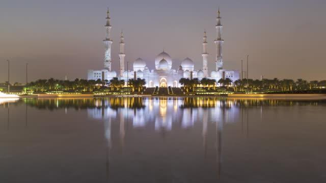sheikh zayed bin sultan al nahyan mosque, abu dhabi, united arab emirates, uae - モスク点の映像素材/bロール
