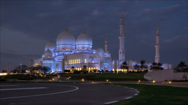 vidéos et rushes de t/l sheikh zayed grand mosque à abu dhabi, émirats arabes unis - capitales internationales