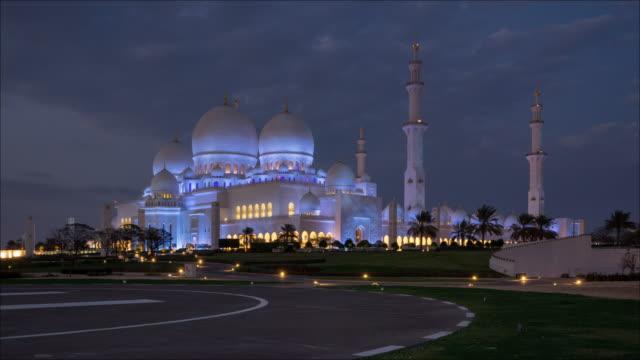 vídeos y material grabado en eventos de stock de gran mezquita de t/l sheikh zayed en abu dabi, eau - compuesto digital