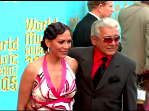 vídeos de stock, filmes e b-roll de sheila e and father pete escovito at the 2005 world music awards arrivals at the kodak theatre in hollywood california on september 1 2005 - sheila e