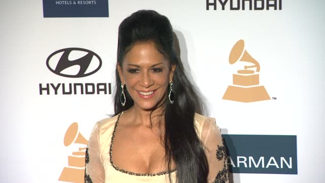 vídeos de stock, filmes e b-roll de sheila e at clive davis and the recording academy's 2012 pregrammy gala and salute to industry icons honoring richard branson on 2/11/12 in beverly... - sheila e