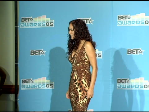 vídeos de stock, filmes e b-roll de sheila e at the 2005 bet awards press room at the kodak theatre in hollywood california on june 29 2005 - sheila e