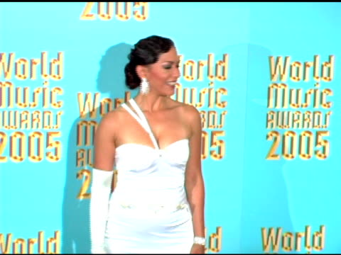 vídeos de stock, filmes e b-roll de sheila e at the 2005 world music awards press room at the kodak theatre in hollywood california on september 1 2005 - sheila e