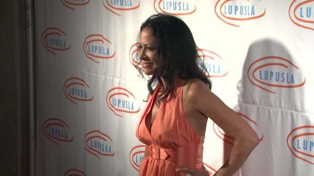 vídeos de stock, filmes e b-roll de sheila e at the 9th annual lupus la orange ball at beverly hills ca - sheila e