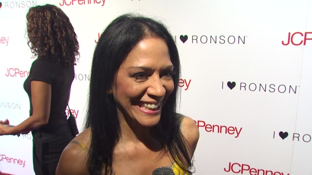 vídeos de stock, filmes e b-roll de sheila e on what brings her out tonight being a foreigner fan and what makes jcpenney such a powerful supporter at the charlotte ronson and jcpenney... - sheila e