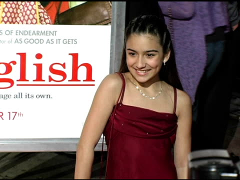 shelbie bruce at the 'spanglish' premiere at the mann village theatre in westwood california on december 9 2004 - spanglish stock videos & royalty-free footage