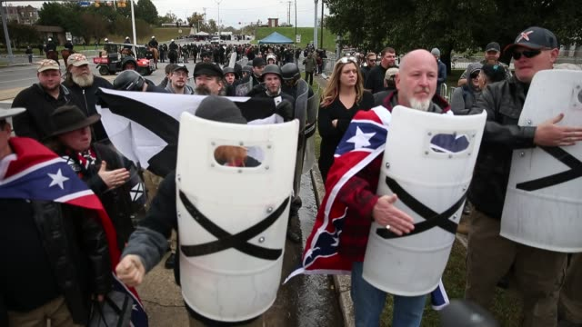 stockvideo's en b-roll-footage met a group beats on shields while wearing confederate flags as white nationalist groups gather for a white lives matter rally in downtown shelbyville... - racisme