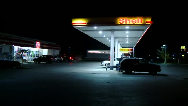 wxin shell gas station at night on october 28 2013 in indianapolis indiana - ガソリンスタンド点の映像素材/bロール