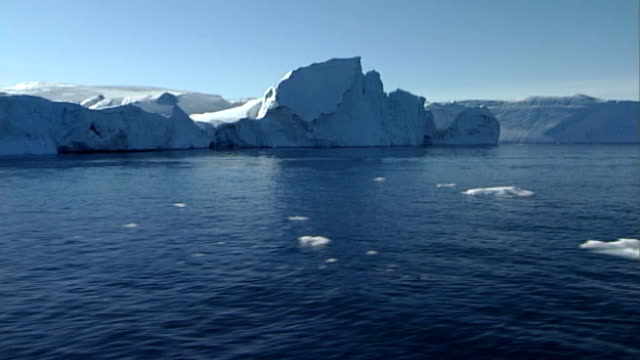 Shell oil to resume Arctic drilling R15110608 Arctic EXT Glaciers icebergs and ice floes seen from boat