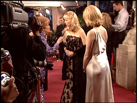 stockvideo's en b-roll-footage met shelley long at the night of 100 stars oscar gala at the beverly hilton in beverly hills, california on february 29, 2004. - 76e jaarlijkse academy awards