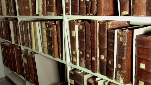 Regale mit alten Bücher