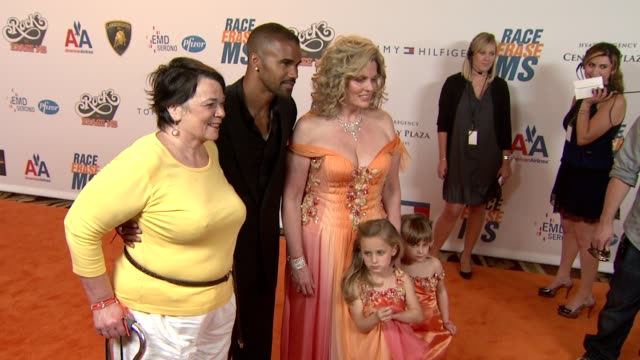 shemar moore, nancy davis at the 16th annual race to erase themed 'rock to erase at los angeles ca. - ナンシー デイヴィス点の映像素材/bロール
