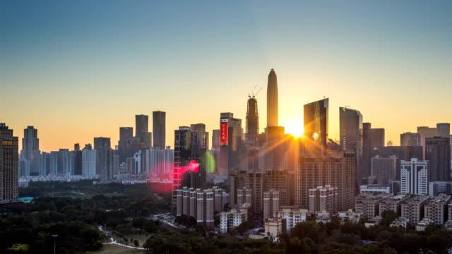 Shenzhen Skyline der Innenstadt vom Sonnenuntergang bis Nacht / 4K Zeitraffer