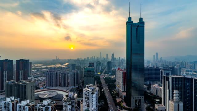 stockvideo's en b-roll-footage met shenzhen financiële district skyline in schemering / 4k timelapse/shenzhen, china. - vertaling