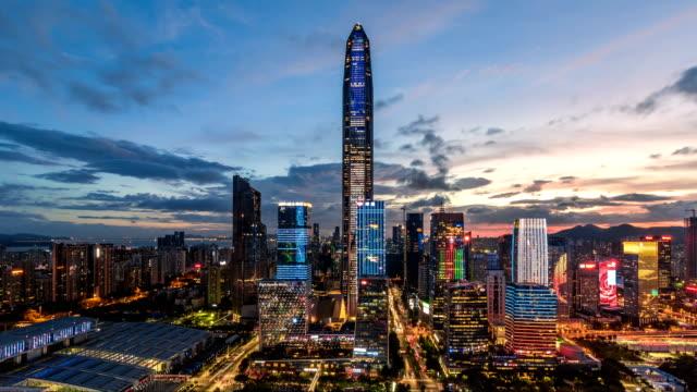 深セン モダンな建物のスカイラインが夕暮れから夜/シンセン、中国に時間経過。 - 中国点の映像素材/bロール