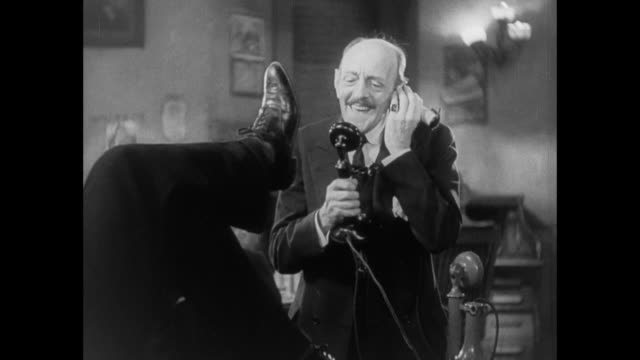 1931 Sheriff is mocked by reporters as he answers call from wife in press room