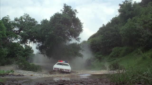 WS Sheriff's patrol car falling into pond