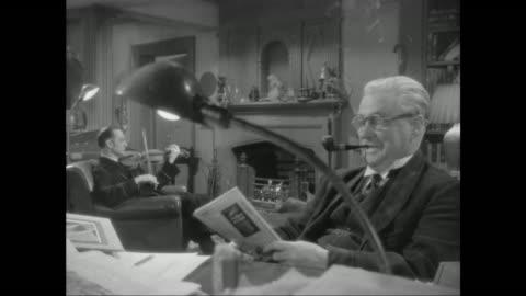 vídeos y material grabado en eventos de stock de 1946 sherlock holmes (basil rathbone) and doctor watson (nigel bruce) discuss case in strand magazine - estilo victoriano